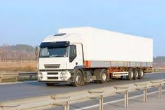 Camião em branco branco do caminhão Fotografia de Stock