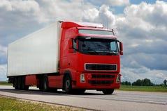 Camião vermelho com reboque Imagem de Stock Royalty Free