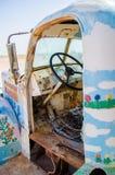 Camión abandonado vintage en el área de montaña de la salvación Fotografía de archivo