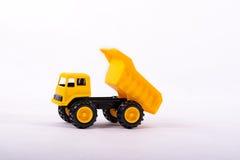 Camión amarillo del juguete aislado en blanco Fotos de archivo libres de regalías