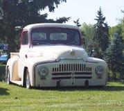 Camión clásico restaurado del Lowrider Imágenes de archivo libres de regalías