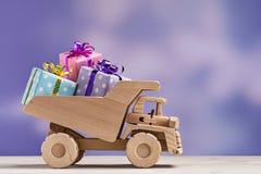 Camión con las cajas de regalo Fotografía de archivo libre de regalías