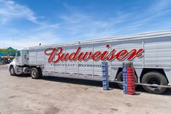 Camión de Budweiser imágenes de archivo libres de regalías