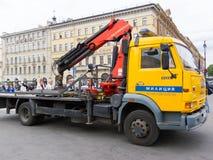 Camión de camión de auxilio de la policía de tráfico de St Petersburg Foto de archivo libre de regalías