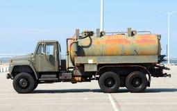 Camión de combustible verde del ejército Imagen de archivo libre de regalías