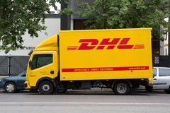 Camión de DHL Imágenes de archivo libres de regalías