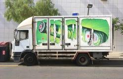 Camión de Heineken parqueado fotografía de archivo