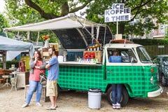 Camión de la comida de VW Imágenes de archivo libres de regalías