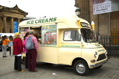 Camión de la comida del helado Imagenes de archivo