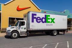 Camión de reparto del FedEx Ground imágenes de archivo libres de regalías