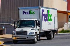 Camión de reparto grande del FedEx Ground foto de archivo