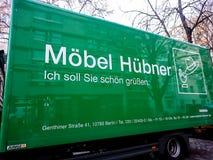 Camión de reparto de Moebel Huebner fotos de archivo