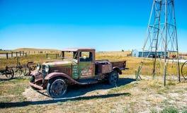 Camión de reparto oxidado viejo fotografía de archivo libre de regalías