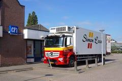 Camión de reparto de Simon Loos para Albert Heijn imágenes de archivo libres de regalías
