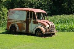 Camión de reparto viejo de la leche imágenes de archivo libres de regalías