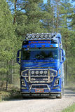Camión de Volvo FH16 750 en el camino rural Foto de archivo