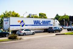 Camión de Walmart fotos de archivo