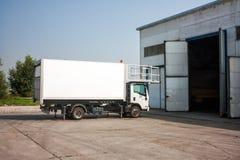 Camión del abastecimiento del aeropuerto Fotografía de archivo
