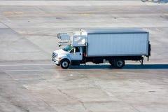 Camión del abastecimiento del aeropuerto Imagen de archivo libre de regalías
