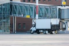Camión del abastecimiento del aeropuerto Imágenes de archivo libres de regalías