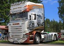 Camión del aniversario de la línea aerodinámica R25 de Scania de Martin Pakos Fotos de archivo