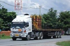 Camión del cargo del remolque de Hino de Boon Prasong Transport Fotografía de archivo