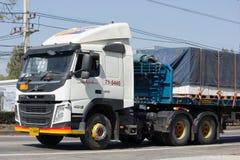 Camión del cargo del remolque de Volvo de Aung Yong Seng Transport Fotografía de archivo