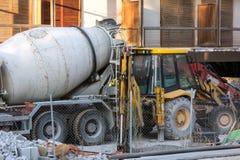 Camión del cemento y pequeño cavador Fotos de archivo libres de regalías