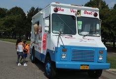 Camión del helado en Flushing Meadows Corona Park imágenes de archivo libres de regalías