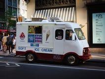 Camión del helado en una calle en Manhattan fotografía de archivo