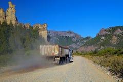 Camión en camino del polvo Fotografía de archivo libre de regalías