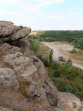 Camión en el camino en las montañas fotografía de archivo libre de regalías