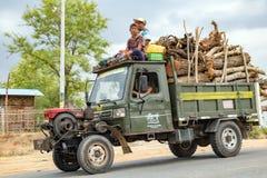Camión manufacturado chino del tractor en Birmania imagenes de archivo