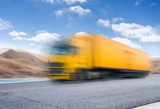 Camión pesado en el camino imagen de archivo libre de regalías
