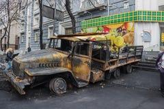 Camión quemado en el centro de Kiev Imagen de archivo libre de regalías