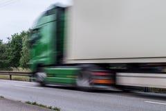 Camión rápido en la calle en la carretera de asfalto Imagen de archivo