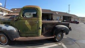 Camión Route 66 de Dodge almacen de metraje de vídeo