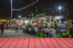 camión superior de madera de la comida del festival de la falta de definición de la tabla fotos de archivo
