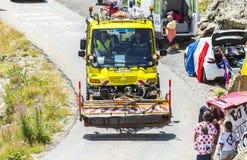 Camión técnico en las montañas - Tour de France 2015 fotos de archivo