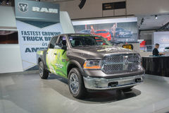Camión verde de la RAM 1500 del año 2015 en la exhibición Imagen de archivo