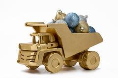 Camión volquete del camión con las decoraciones de la Navidad Imagen de archivo