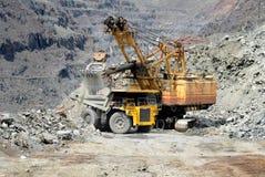 Camión volquete pesado de la explotación minera Fotos de archivo libres de regalías