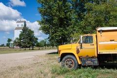 Camión y elevador de grano foto de archivo libre de regalías