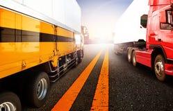 Camión y nave del envase en la importación, puerto del puerto de la exportación con el cargo Imagen de archivo libre de regalías