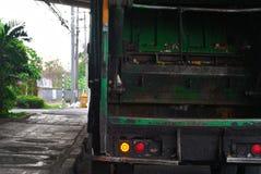Cami?n de basura verde foto de archivo libre de regalías