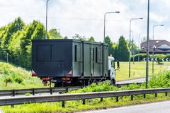Cami?n de remolque cargado del transporte en la autopista de Reino Unido en el movimiento r?pido imágenes de archivo libres de regalías