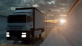 Cami?n de reparto que conduce en una carretera en la puesta del sol hecha excursionismo por un resplandor solar anaranjado brilla libre illustration
