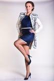 Camice d'uso della donna specializzata con gli ornamenti Fotografie Stock