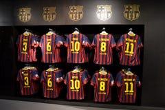 Camice del FC Barcelona nel negozio del FC Barcelona, Spagna Fotografie Stock