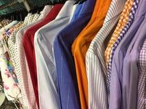 Camice femminili variopinte da vendere alle alte mode di modo Immagini Stock Libere da Diritti